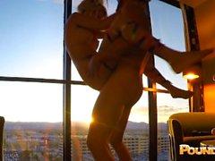 EDC Vegas Candy Girl brutalement baisée à l'intérieur de la fenêtre de Louxor