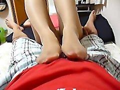 Pantyhosed Babe cinese sfrega il suo della fessura fiammeggiante e dà un gre