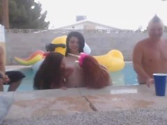 Pool Party con Naked College Babes - CamGoogle, com