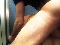 Sex hungrig Frauen bekommen durch ein großes Stück in einem Aufzug schlägt