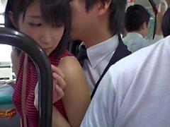 Slutty Aasian tyttö saa gangbanged bussissa vuoteen perverssit