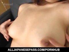Di rua Mochizuki si procace dispone di di orgasmi dal di vibratori e dona sega