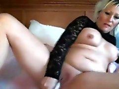 Sensuali soave con suocera Lillianna con enormi le tette masturba