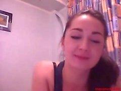 # 0376 - fille Bazoocam amuser