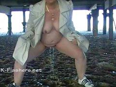 Amatööriluokassa bbw Kinx upskirt Välineet baarissa ja ulkona julkisia alastomuuden