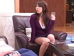 Babe afoso asiatico con gambe sexy e un perfetto seduce ass