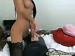 Sexy Latinassa Rides hänet Toy kunnes hän orgasmed !