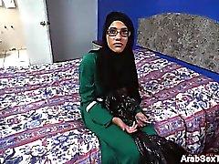 Cum için İnce Arap civciv blowjobs horoz