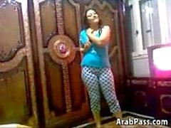 Cute And Curvy arabe Chick Stripping