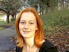 Seksikäs Red BritTeen Alana on Smithin valo vilkkuu puisto