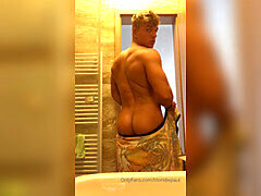 Paul Cassidy strokes and blows a load in the shower