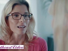 ' Sweetheart Video - Hot Lesbian di Play With Bionde Illustrator Cory inseguimento & Kenna James'