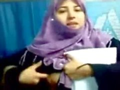 Pakistani Hijab Teen Girl Boobs Show