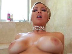Abbey Brooks viene scopata hard in POV