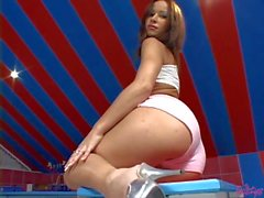 Slim babe with beautiful ass Susana Spears gets nude