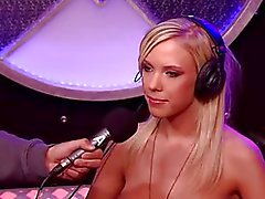 Bibi Jones ritten Sybian
