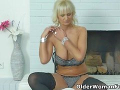 Euro milf Roxana feels horny today and dips her finger into her hungry cunt
