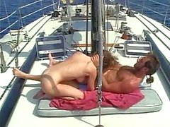 Baise en plein air on yacht