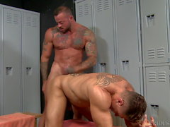 Muscle Hunk Sean Duran Gives The Big Dick & A Cumshot