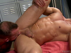 Muscle Hunk Sean Duran ger The Big Dick & A Cumshot