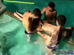 Gay jovens twinks e emos primeira vez Undie 4-Way - Hot Tub A