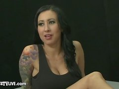 Inked Babe Lily Lane perseestä Camshow Eric John