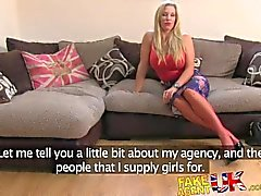 FakeAgentUK Incredibly blonde sexy de MILF aime tout ce qui anales
