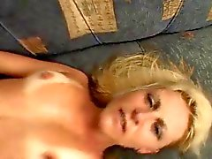 Caliente de rubio Milf fucks Tan Monster Gallo Negro